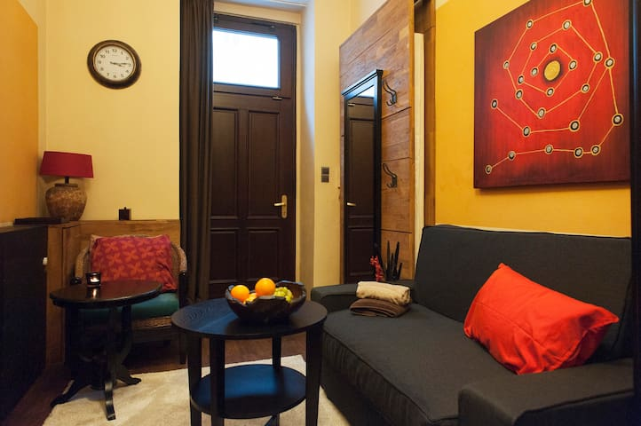 Private place for single travelers or couples