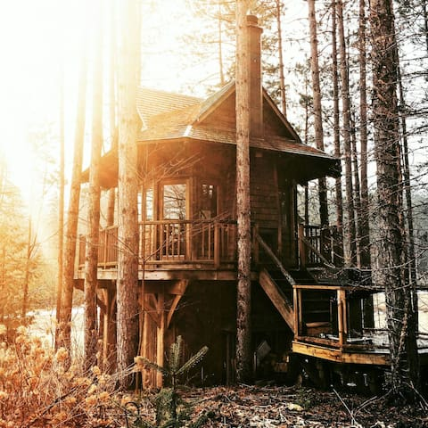 Heated Cedar Treehouse with all Amenities