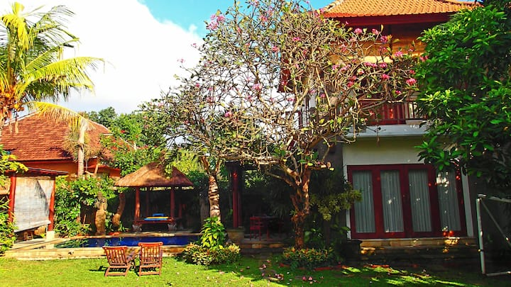 Cosy 2 Storey Villa, Pool, Garden,75mbps Internet