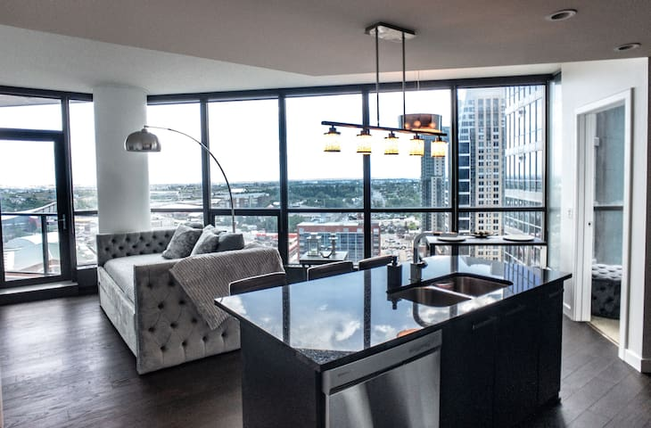 Great Mountain Views/Stylish Exec Suite/Parking