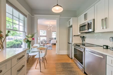 Beautifully Renovated, Historic Downtown Apartment