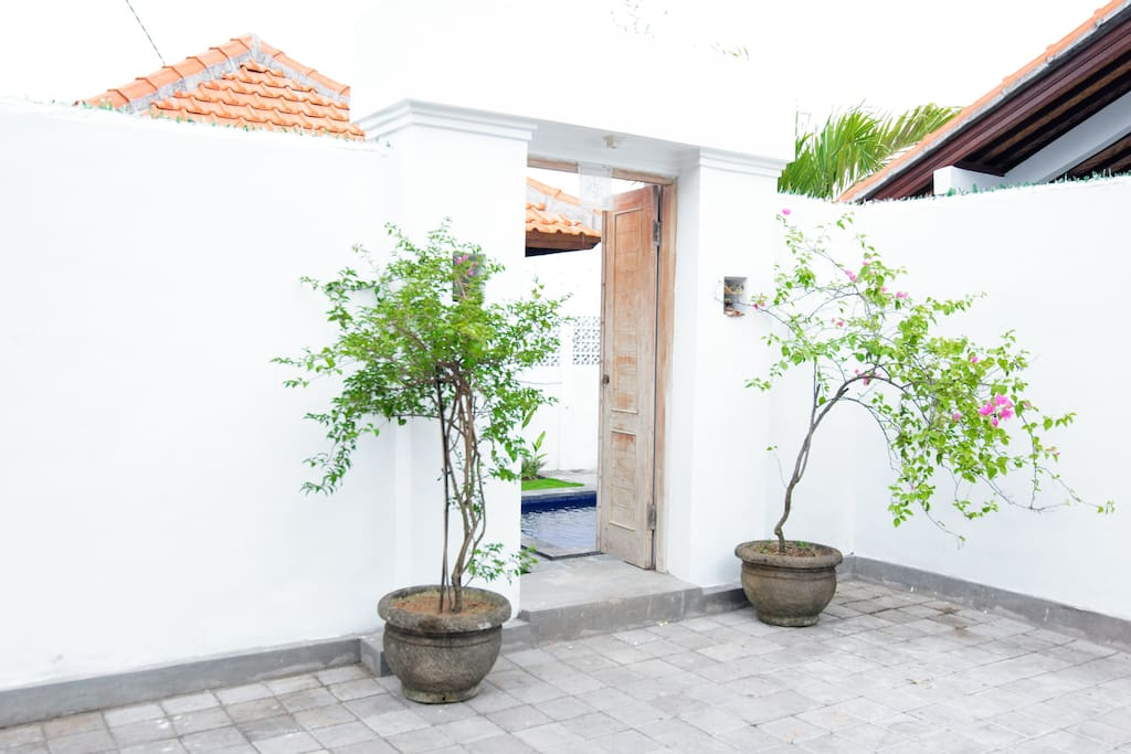 Front entrance to Villa Leri