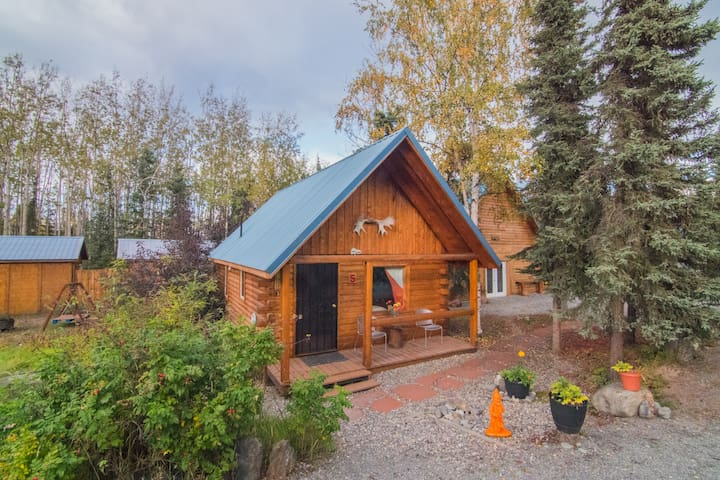 NEW! Charming 1BR + Loft Log Cabin on Kenai River!