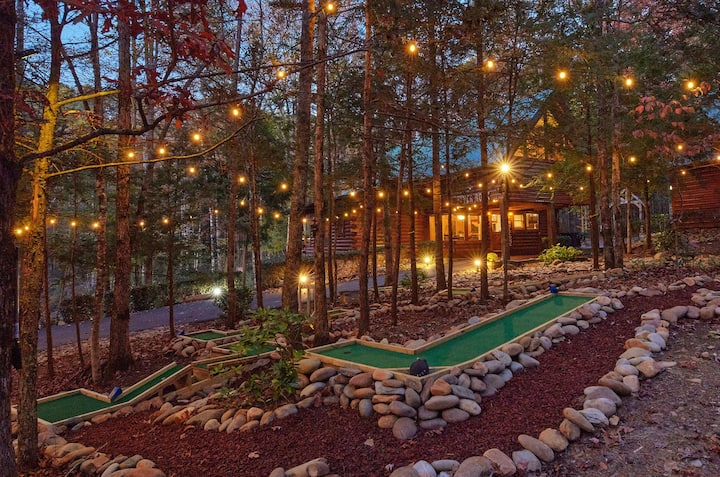 High-End Lodge w/ Pvt Mini Golf, View & Fire Pit