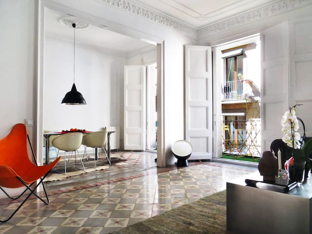 Spacious home right in the heart of Barcelona - Barcelona - Huoneisto