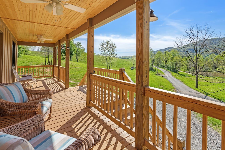 260sq/ft front porch