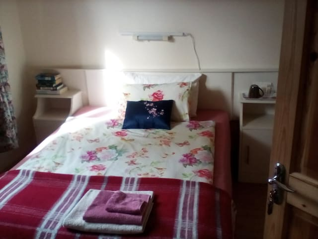 Single room in green village Beaufort