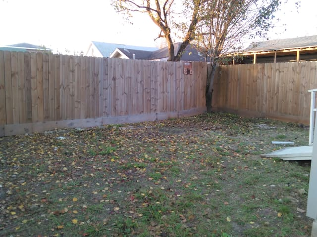 A fenced Back Yard for entertaining