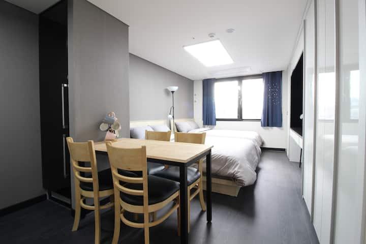 B3[Airport 1.7km DutyFS 1km]3 Queen Beds Residence