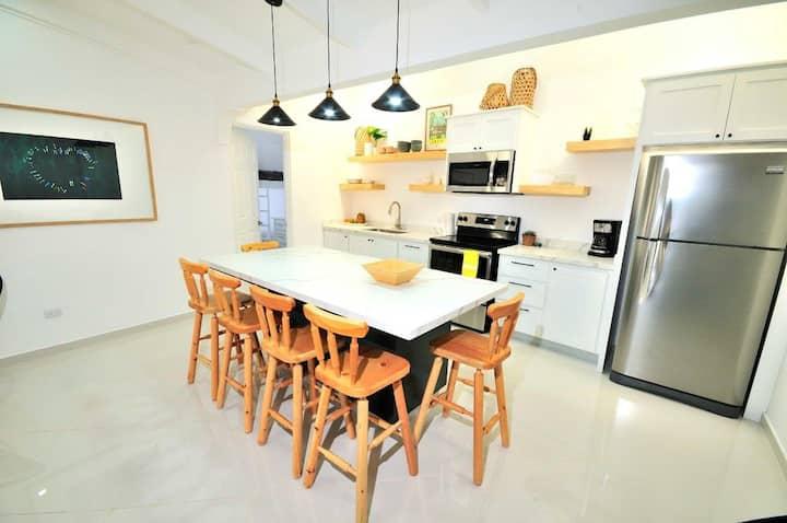 Modern Family-Friendly Vida Villa 1block  to beach