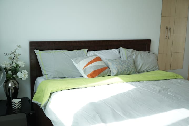 Spacious, Fresh & Airy King sized bedroom.