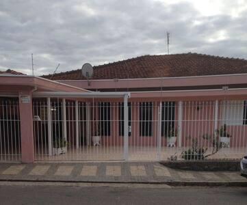Casa Grande para sua família na área central