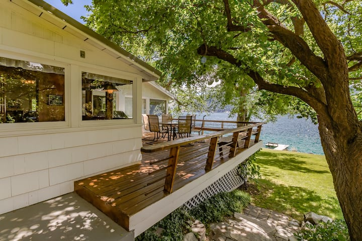 Vintage lakefront house w/ gorgeous views, private dock, boat lift, and more!