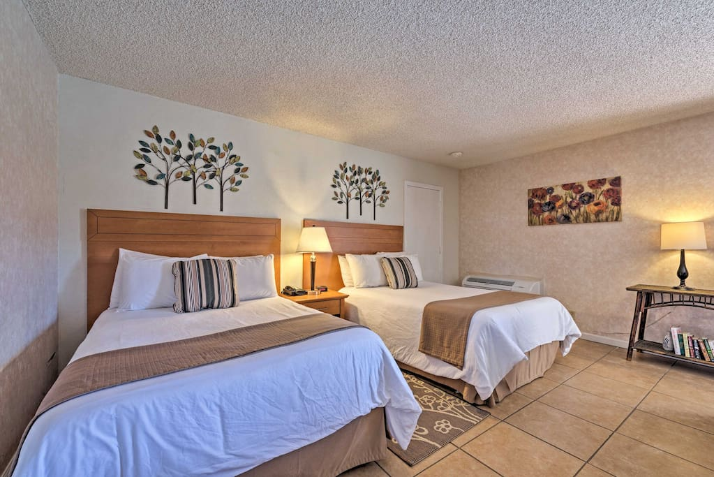 This studio comfortably sleeps 4 and is perfect for a couples retreat.