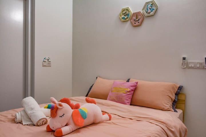 Kids Friendly Home @Puchong/PoolView/8pax/3BDR/KL