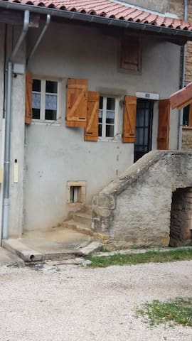 House with 2 rooms in a quiet no-through road