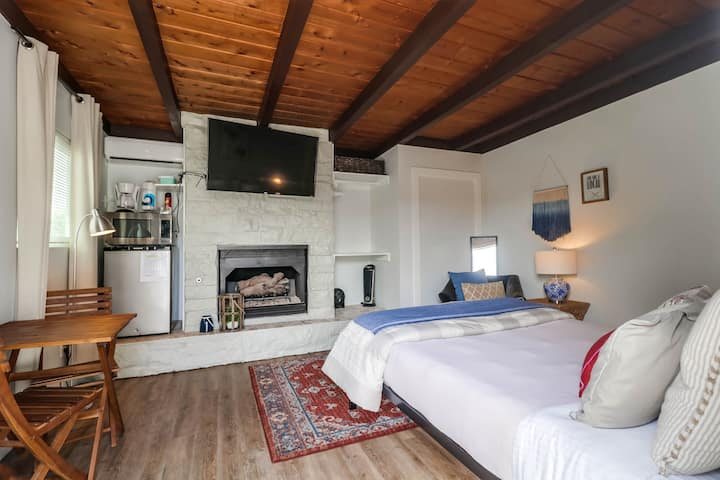 Cool Studio Just a Short Walk From The Sand in PB