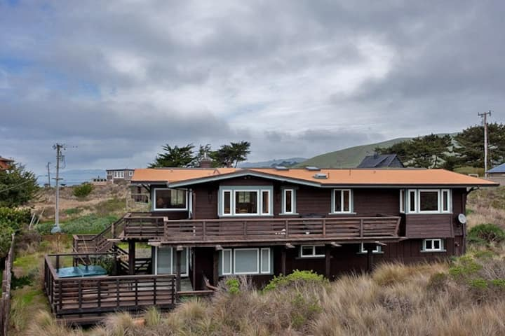 Miwok Escape - Views of the Ocean and Sand Dunes.