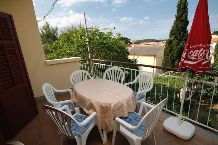 Two bedroom apartment with terrace Palit, Rab (A-5048-a)