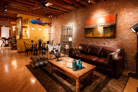 Eclectic Townhouse in Historic Soulard - St. Louis
