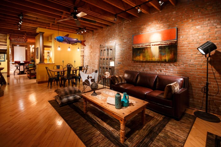 *Eclectic Townhouse in Historic Soulard*