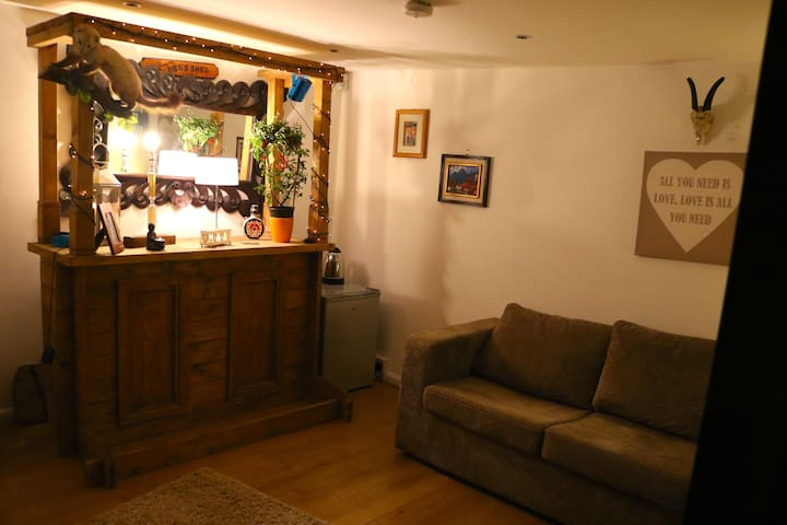 Deb's log cabin - Liverpool - Bed & Breakfast