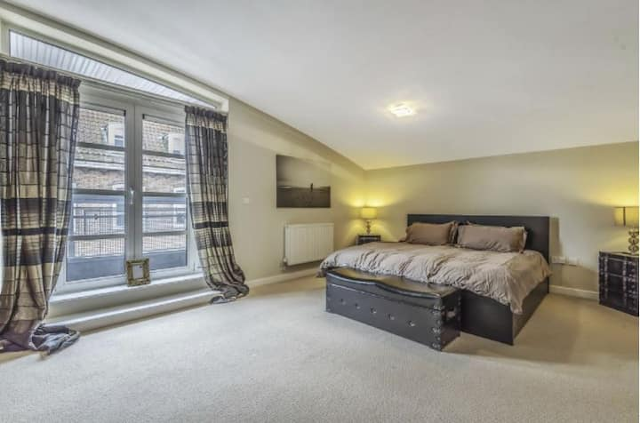 3Bed Penthouse overlooking Winchester's Great Hall