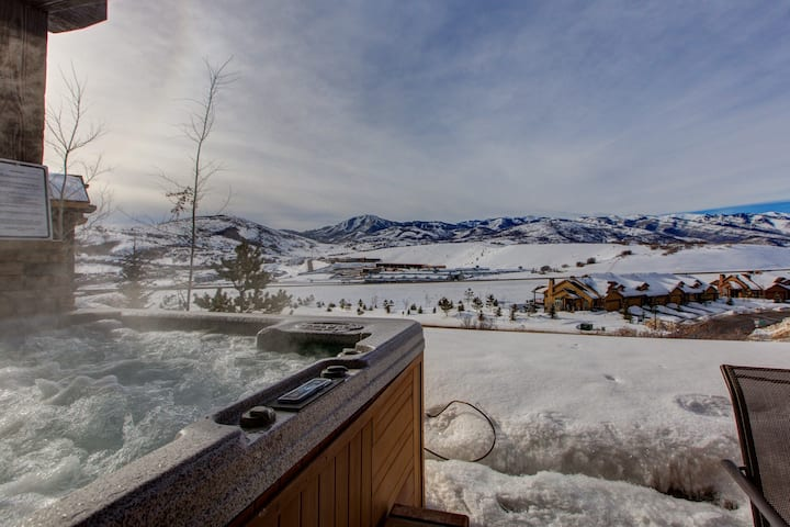 Pvt Hot Tub Views!-8Min To DownTown-TWO King Beds!