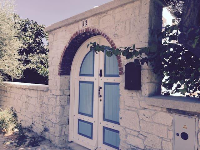 Quaint Guest House, 5 min. to Beach - Cesme - Byt