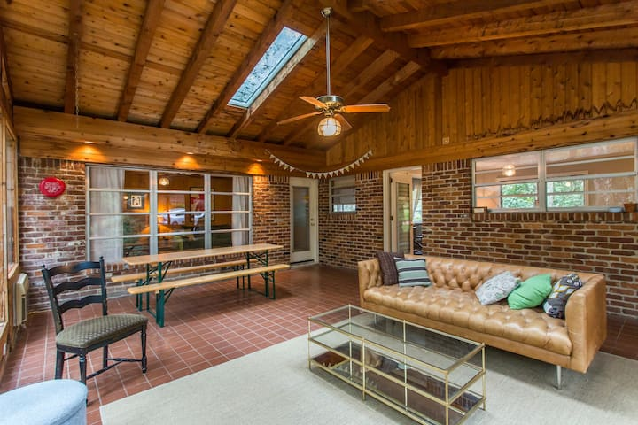 Spacious Mid-century Modern Home near Emory/CDC