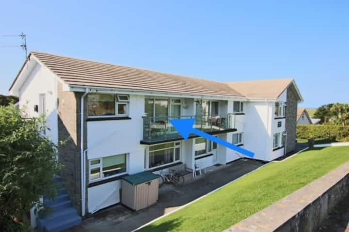 New 2021 Lovely Apartment within 5 min walk of Porth Beach