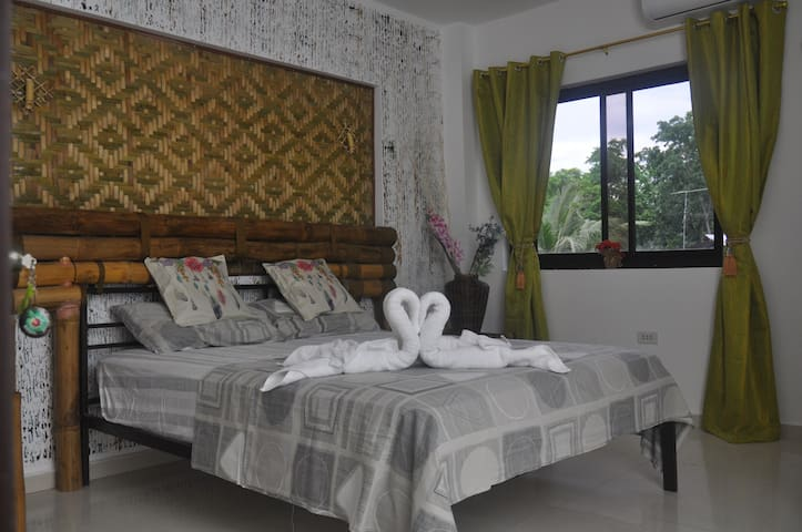 NICE ROOM WITH PRIVAT BATHROOM IN LUXUARY VILLA