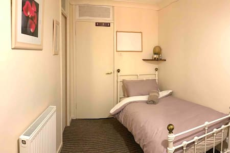 Convent.single room at the city centre  home stay