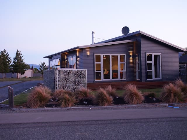 Modern, comfortable, well appointed - Twizel - Hus