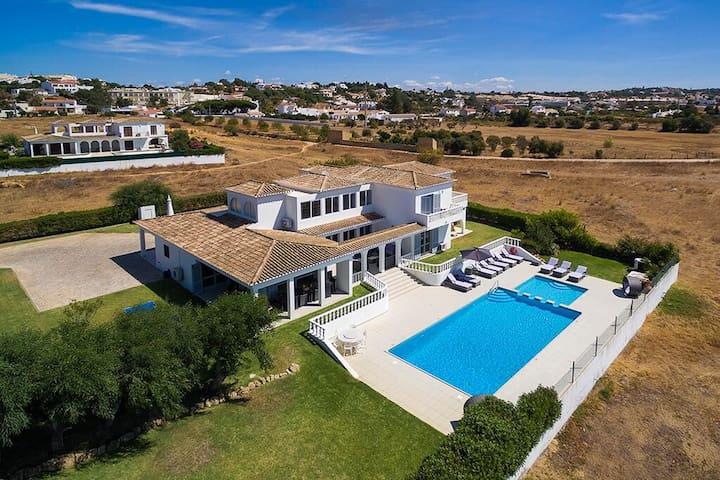 Stunning Large Family Villa - Salgados, Vale Parra, Guia - Villa
