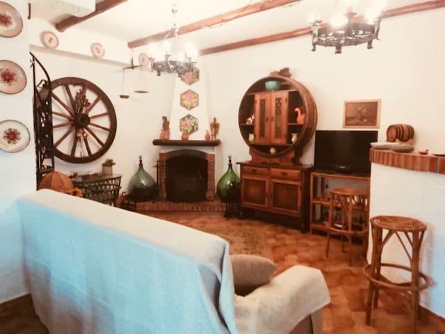 Rustico siciliano con camino e forno a pietra