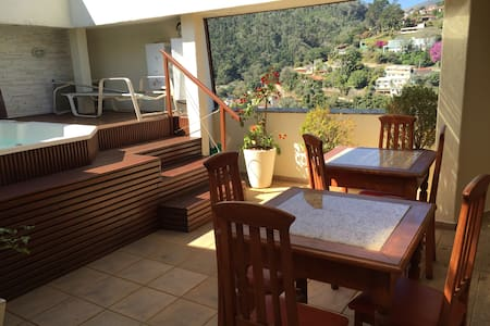 Roof top with spa and idyllic view! - Daire