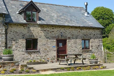 Delightful pet-friendly spacious barn conversion in Exmoor National Park - Dulverton, - House