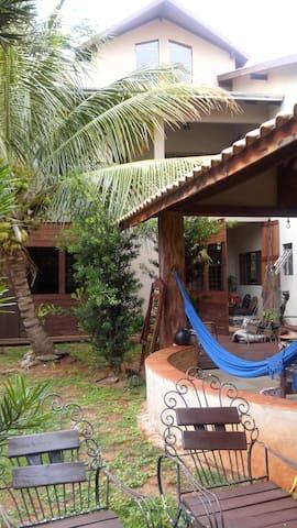 Apto\Casa-Próximo à Orla Morena-Quarto 5-Fundo