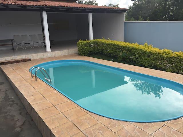 Casa para 12 pessoas com piscina - Caldas Novas - Huis