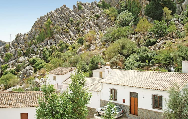 Terraced house with 2 bedrooms on 80 m² in Montejaque