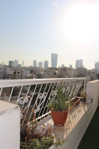 cozy and beautiful in the heart of tlv!