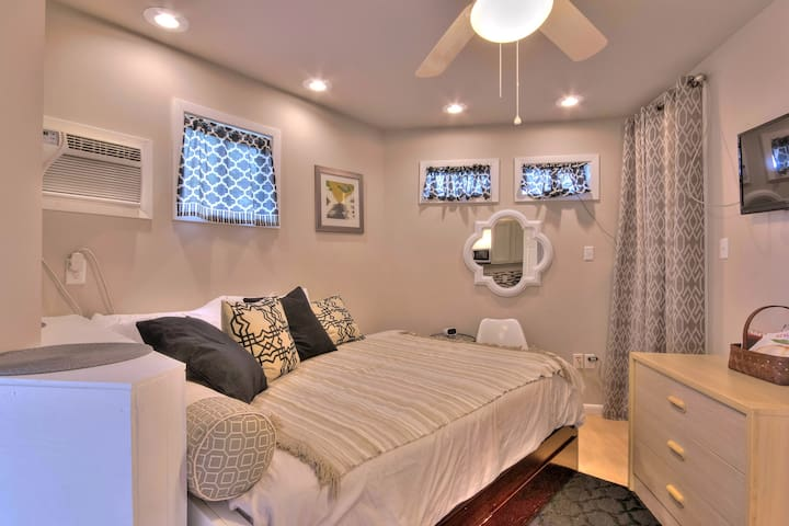 Secluded Oak St. Studio w/Parking - New Orleans - Appartement