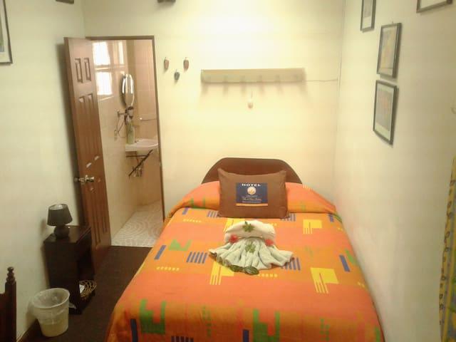 Habitaciones cómodas y céntricas(Dentro de un B&B)