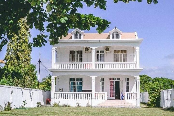 Mauritius beachfront villa with spacious garden
