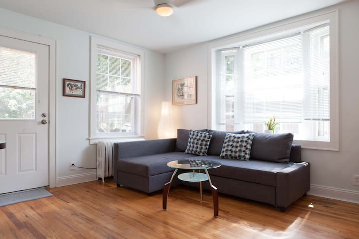 Stunning 2BR Apartment in Sunnyside