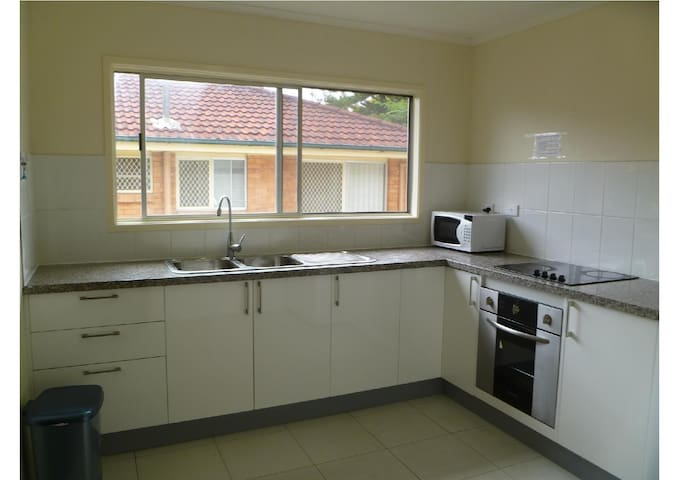 Convenient - walk to Griffith Uni, 10km to CBD, - Coopers Plains - Casa