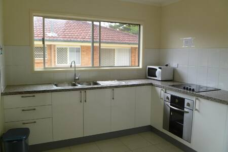 Convenient - walk to Griffith Uni, 10km to CBD, - Coopers Plains - House