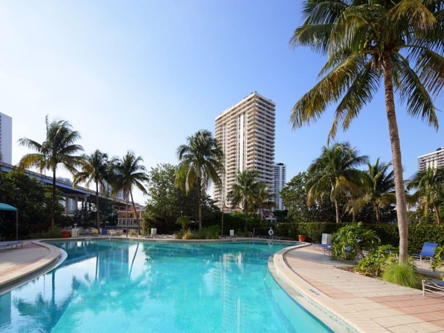 Enchanting pool view 1br condo ocean reserve 34a - Sunny beach pools ...