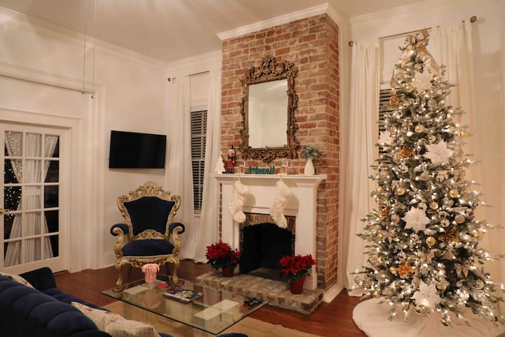 Book your Holiday Forsyth Park rental!